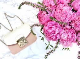 how to arrange a modern floral arrangement like a pro