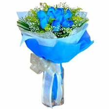 white blue roses 10 blue roses bunch with blue paper packing white bow