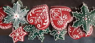 the red color on gingerbread cookies and be achived with several