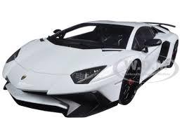 aventador sv white 1 18 diecast model car kyosho c 09521 w