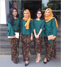 gambar model baju batik modern 10 model baju batik pesta wanita muslim modern women s fashion