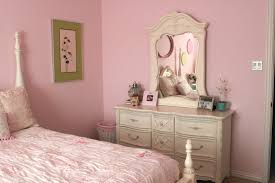 Shabby Chic Bedroom Decorating Ideas Bedroom Chic Decorating Ideas Using Cream Iron Stacking Chairs
