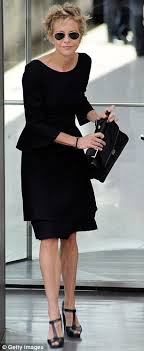 meg ryans hair in you got mail meg ryan displays her sinewy arms in tomboy outfit daily mail online