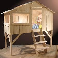cabane pour chambre un lit cabane dans la chambre de votre enfant le de valérie