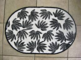 Diy Bathroom Rug Diy Black And White Leaf Patterned Bath Rug On A Gloomy Day