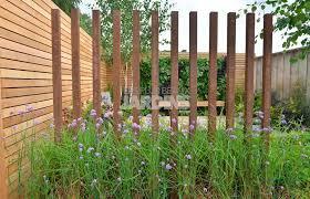 par vue de jardin pour l isoler d un voisinage gênant ce jardin a été entouré de