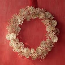 diy traditional christmas wreath tidbitstwine tidbits twine