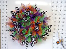 halloween ruffle wreath tutorial using deco poly mesh and raz