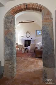 arco in pietra per interni una casa con ambienti moderni a sfondo rustico cose di casa