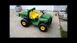 john deere gator charging and changing the battery peg perego