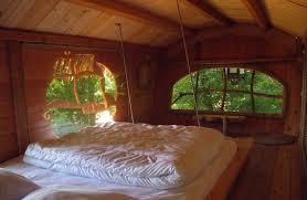 chambre arbre la cabane des moussaillons une cabane dans les arbres pour toute