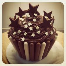 Easy Giant Cupcake Decorating Ideas Best 25 Chocolate Giant Cupcake Ideas On Pinterest Strawberry