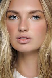 minimal beauty trend spring 2016 make up soft sun kissed look that goes from spring