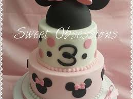 minnie mouse cake buttercream with fondant accents hat is