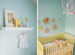 chambre enfant vert chambre vert d eau jaune corail cerise et petits pois