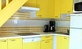 cuisine jaune citron déco cuisine jaune 42 nimes cuisine provencale jaune et bleu