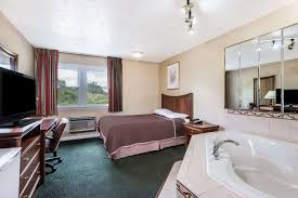 Hotels Near Six Flags Springfield Ma Howard Johnson Express Inn Hotel Hartford Connecticut Ct