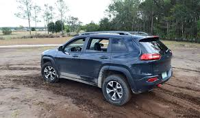 rhino jeep cherokee 2017 jeep cherokee trailhawk hd road test review plus 2 videos