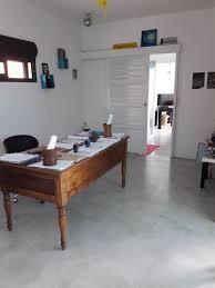bureau beton ciré béton ciré et stucco revêtement minéral et végétal océan indien