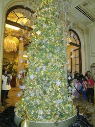 the plaza hotel lights its great gatsby tree photos