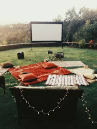 Backyard Outdoor Theater by Best 25 Outdoor Movie Nights Ideas Only On Pinterest Backyard