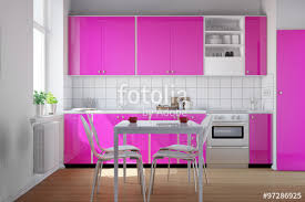 küche pink küche mit küchenzeile in pink stockfotos und lizenzfreie bilder