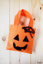 easy halloween treat bags diy halloween treat bags easy felt project darice