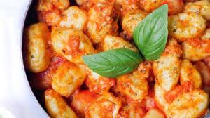 comment cuisiner des gnocchi gnocchis maison sauce tomate et chèvre recette par marine is cooking