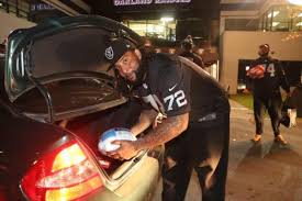 raiders donald penn continues thanksgiving tradition