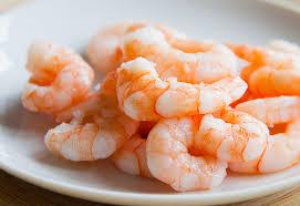 comment cuisiner les crevettes congel馥s crevettes nordiques 101 châtelaine