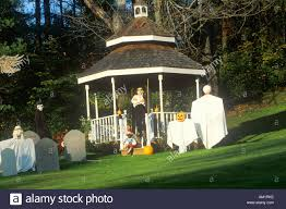 images of lawn halloween decorations diy skeleton lawn