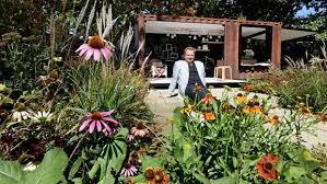 designer ian barker shines at the melbourne international flower