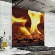 cuisine au coin du feu fond de hotte feu flamme orange verre et alu credence cuisine deco