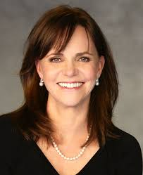 sally field hairstyles over 60 actress sally field learns she is a descendant of william bradford