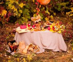 diy thanksgiving decorations outdoor table fall leaves