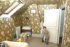 chambre toute toute chambre à la forme compliquée pour une fille