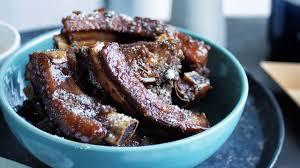cuisiner travers de porc recette de travers de porc laqués à la prune l express styles