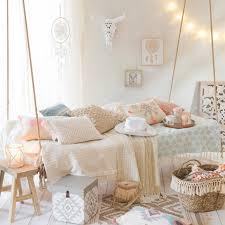 habiller un canapé plaid jeté coussins 10 inspirations pour habiller votre canapé