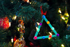 these popsicle stick ornaments are cheap and to make