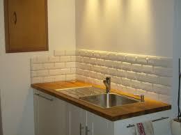 poser carrelage mural cuisine pose de carrelage mural dans une salle de bain recouvrir carrelage