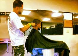 seattle barbers that do seahawk haircuts seahawks safety earl thomas is taking his barber to the super bowl