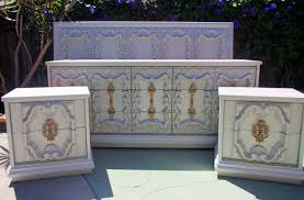 Hollywood Regency Bedroom Set Ornate Shell Carved Queen Headboard Dresser And Nightstands