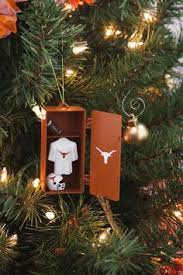 add some to your tree with this snowboarding