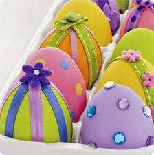 Easter Decorations Using Plastic Eggs by