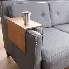 table pour canapé tablette pour accoudoir de canapé canapé idées de décoration de