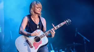 in the middle of a whirlwind miranda lambert shares the spotlight