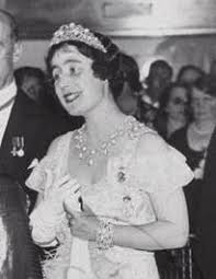 wedding gifts elizabeth 132 best tiaras images on royals royal jewels