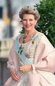 which royal family has the most expensive tiaras emerald