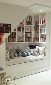 Bookshelves And Storage by Best 25 Bookshelf Organization Ideas On Pinterest Bookshelf