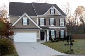 seeking exterior paint colors for my house siding main color